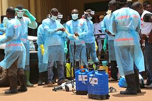 Picture: After receiving training, volunteers with the Red Cross Society of Guinea prepare to disinfect a hospital (afreecom/Idrissa Soumare).